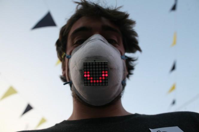 Unmask, la máscara LED que permite compartir emociones con un cubrebocas.