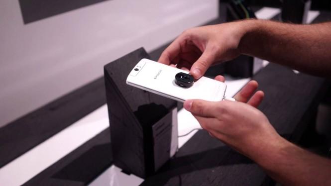 El Selfie Phone de Polaroid tiene un significativo similar con el N1 de Oppo.