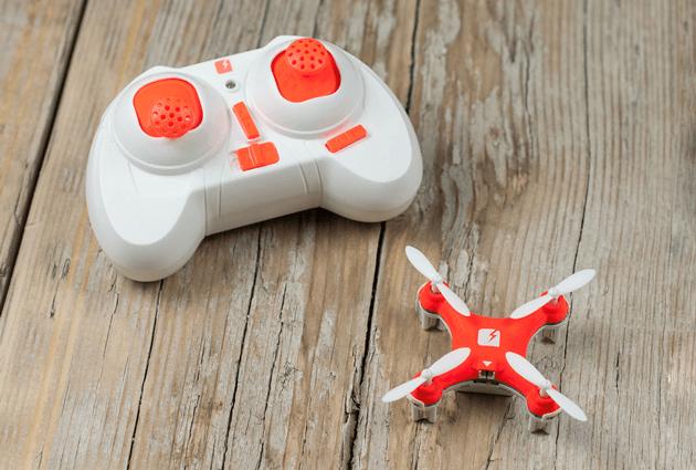 El SKEYE Nano Drone es el drone controlado de precisión más pequeño del mundo.