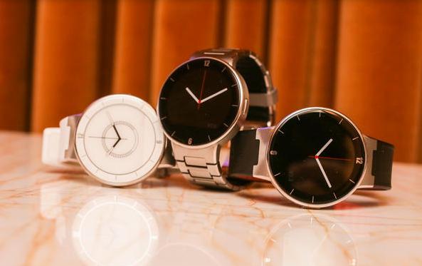 Alcatel Onetouch Watch con correas de diferentes colores y materiales