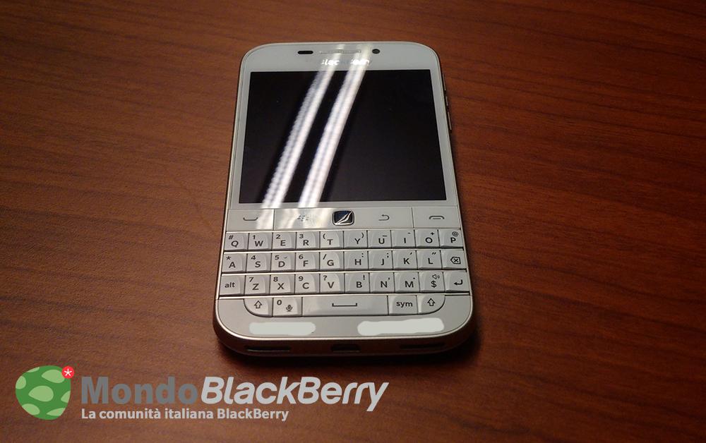 blackberry classic white 1