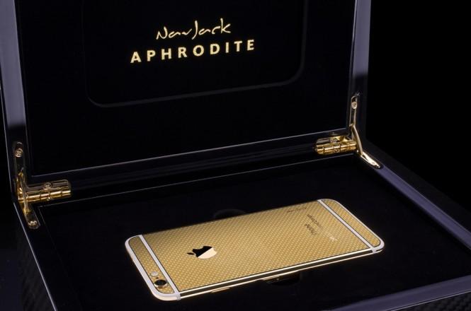 iPhone con recubrimiento de oro de 24 quilates hecho por NavJack