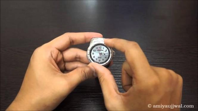 Reloj clásico con anillo mecánico
