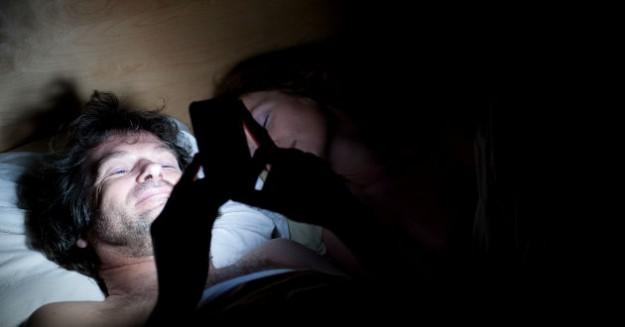 Uso-celular-antes-dormir-1807440-e1370020370224