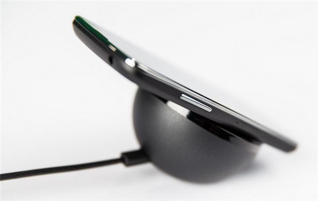 El Nexus® cuatro fue uno de los primeros dispositivos en brindar carga inalambrica