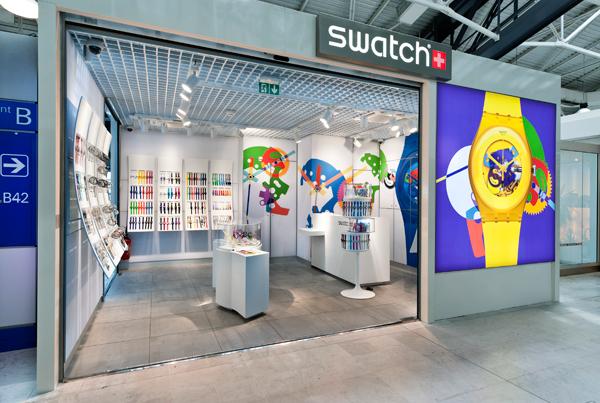 Tienda Swatch mostrando sus diseños muy coloridos