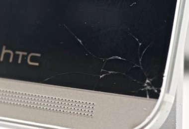 HTC-One-cracked-screen-HTC-Advantage-620x348