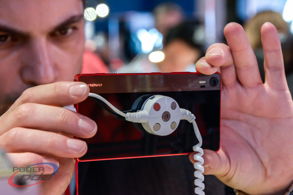 Lenovo-Vibe-Shot-Hands-On-MWC2015(6)