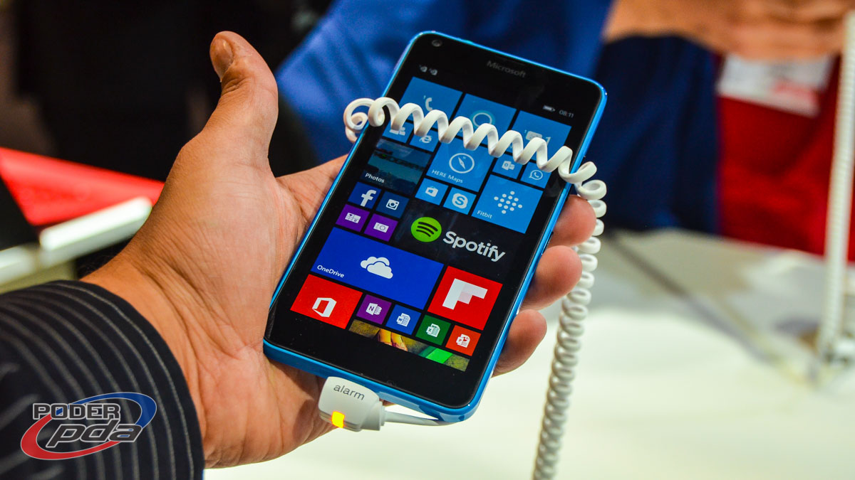 Microsoft-Lumia-640-MWC2015(10)