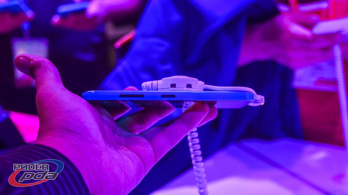 Microsoft-Lumia-640-MWC2015(5)