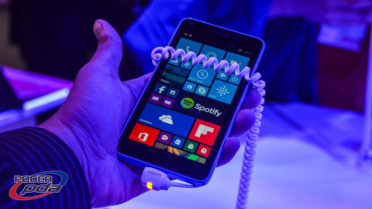 Microsoft-Lumia-640-MWC2015(9)