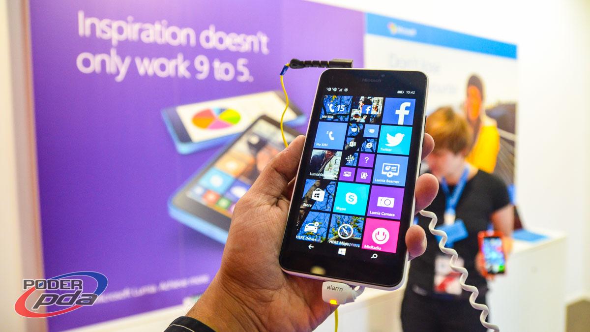 Microsoft Lumia 640 XL en su presentación en el MWC 2015