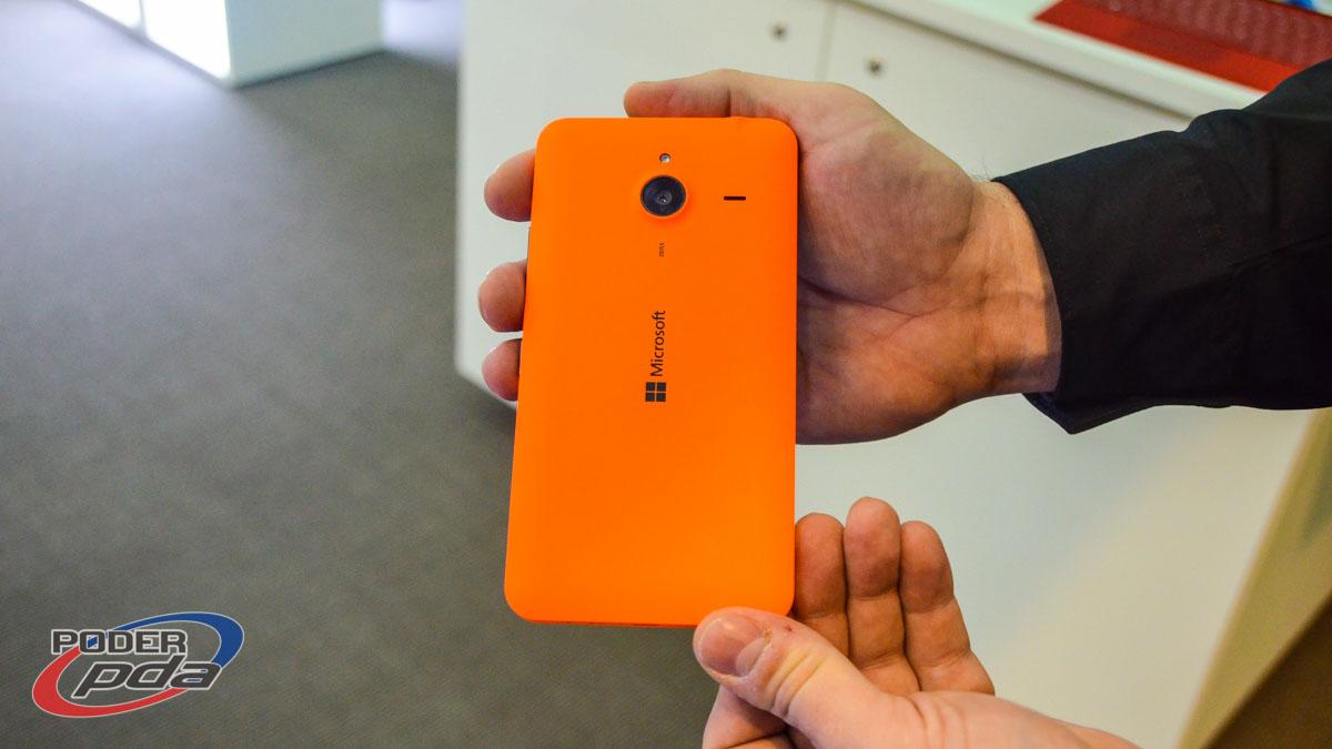 Microsoft-Lumia-640-XL-MWC2015(5)