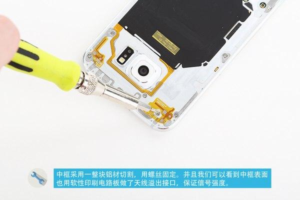 Segunda tapa que contiene algunos componentes de NFC