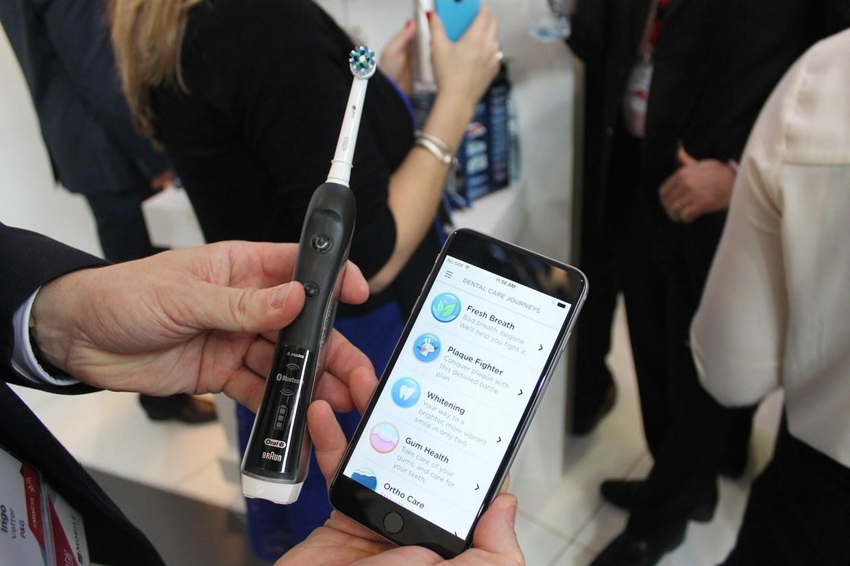 cepillo dental inteligente de oral b mwc2015