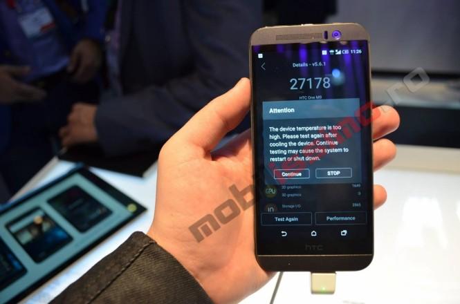 HTC One M9 mostrando sms sobre la alta temperatura del dispositivo