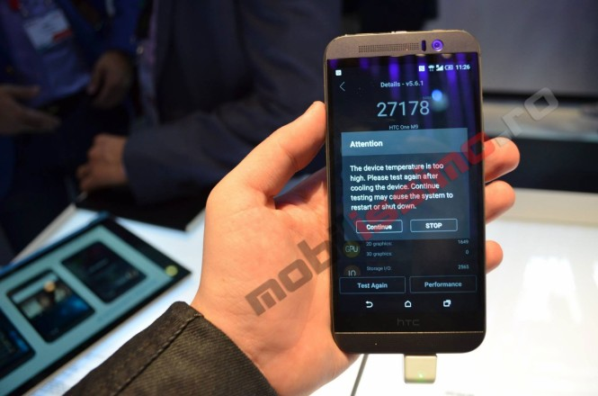 HTC One M9 mostrando mensaje sobre la alta temperatura del dispositivo