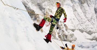 Fredinburg escalaba el Everest junto con otros tres googlers. Foto: Instagram @danfredinburg