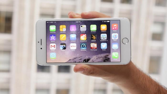 El iPhone 6 Plus cuenta con una  resolución de pantalla similar a la de sus competidores