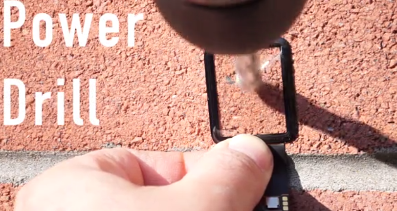 El cristal de zafiro del Apple Watch resiste hasta un taladro