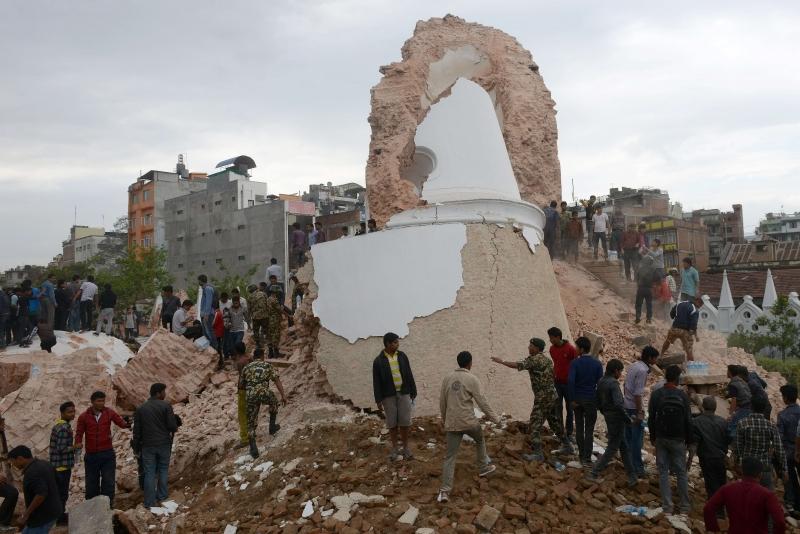 La emblemática Torrre Dharahara quedó completamente destruida.