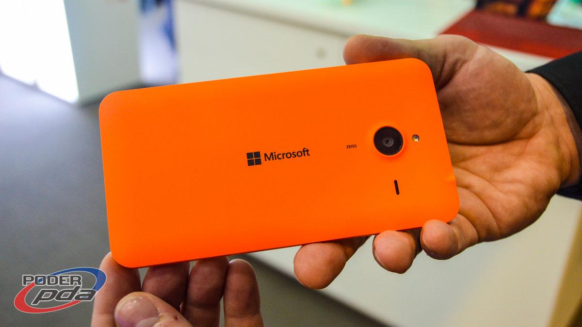 Microsoft utiliza una carcasa de policarbonato en colores mate y brillantes