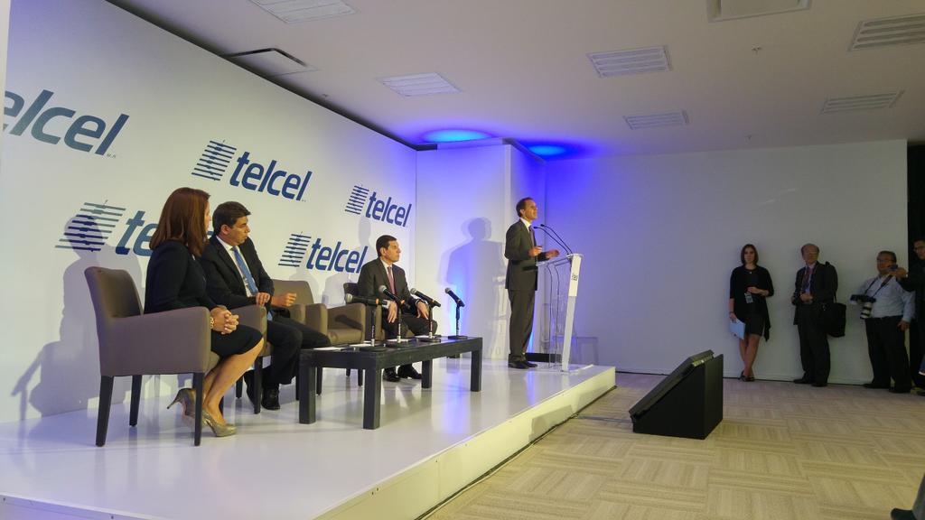 Telcel anunciando su plan Sin Fronteras