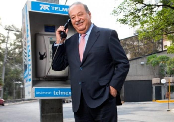 Carlos Slim en teléfono público