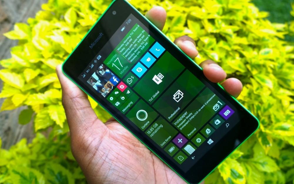 Lumia 535 posee un buen agarre en íntegramente momento