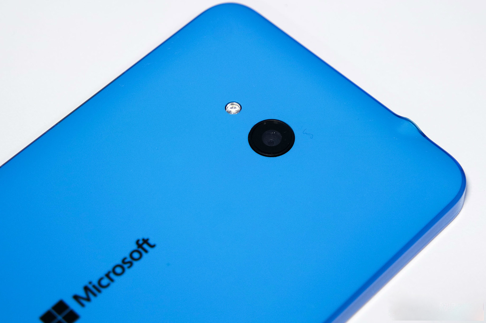 Lumia 640 incorpora un sensor de 8 megapixeles con flash