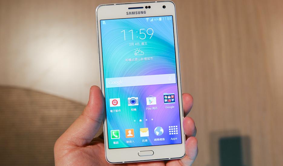 "Galaxy A7 monta panel SuperAMOLED 1080p de 5.5"""
