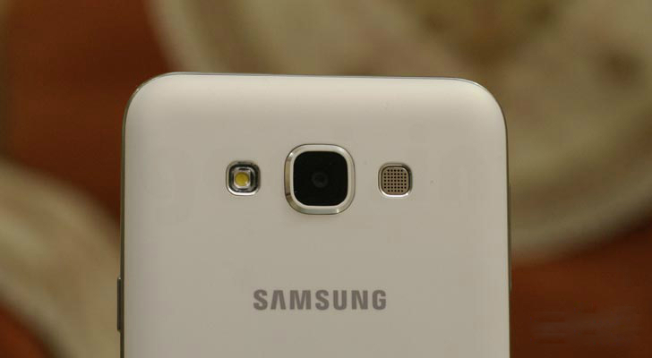 Galaxy E5 monta un CMOS de ocho MP