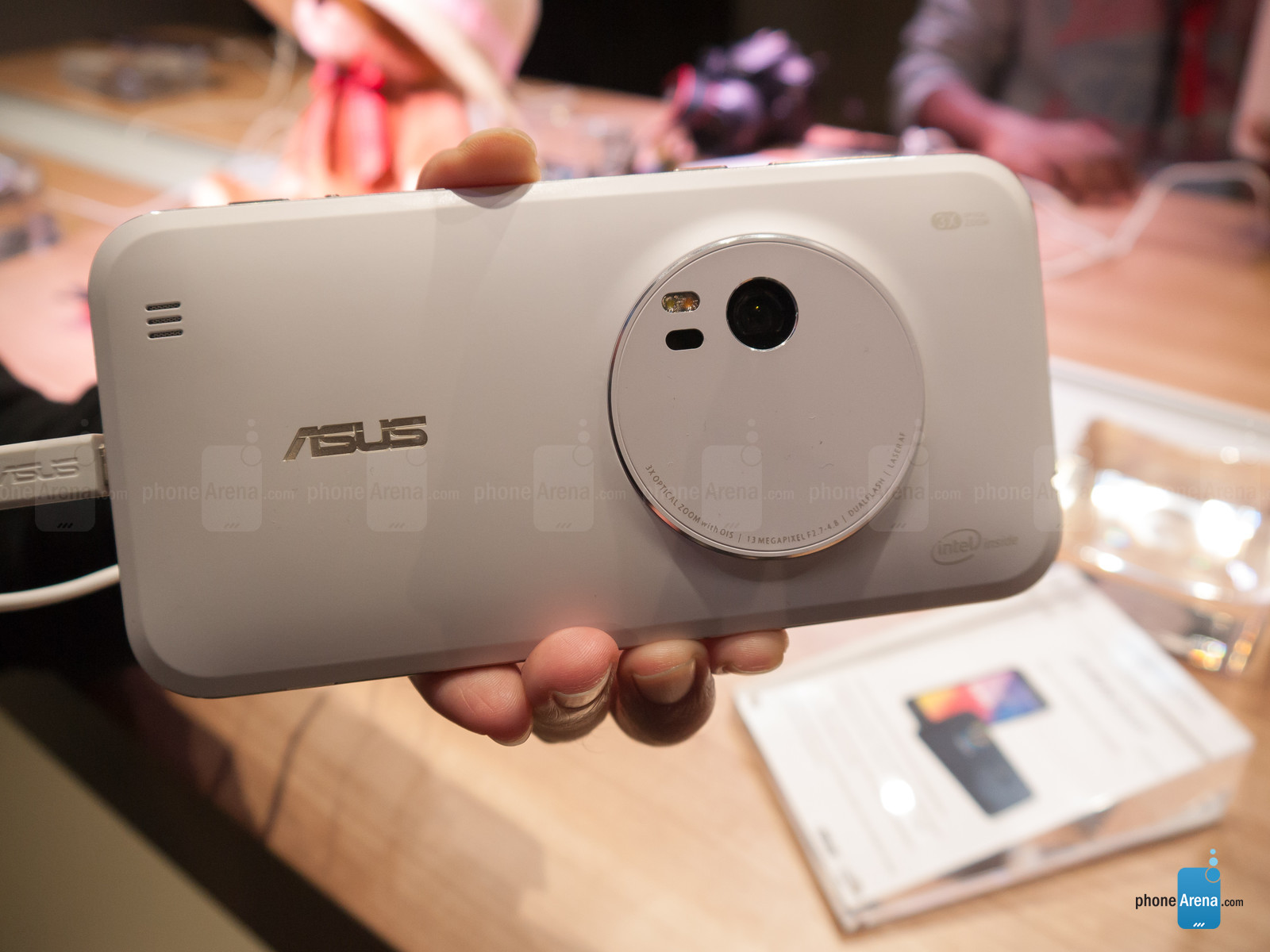 Asus-ZenFone-Zoom-hands-on-IFA-2015(8)
