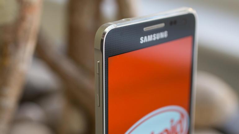 Galaxy Alpha viene con KitKat 4.4.4