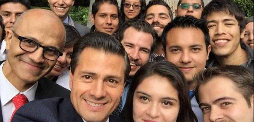 Satya Nadella con Peña Nieto y miembros del Instituto Mexicano de la Juventud