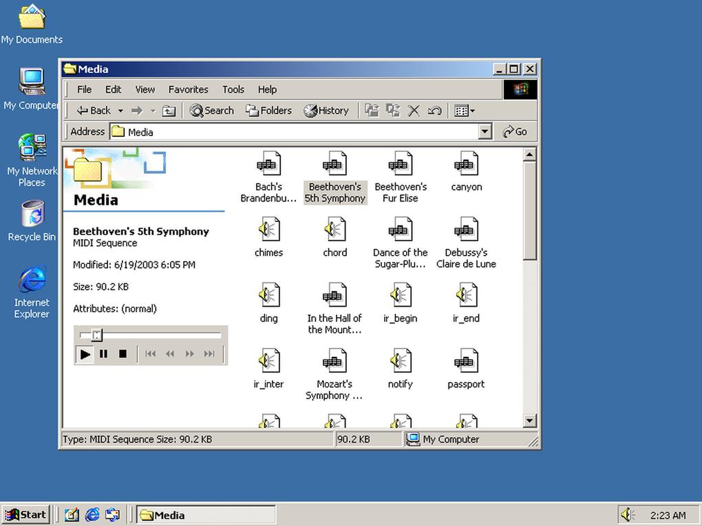 Windows 2000 fue diseñado como un cliente y servidor para negocios basándose en Windows NT