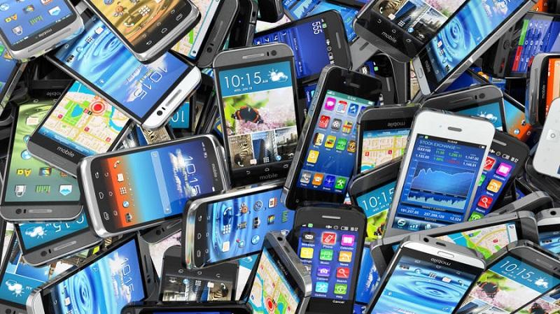 grupo de smartphones