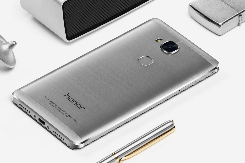 Honor 5X tiene un elegante diseño trasero y un lector de huella dactilar