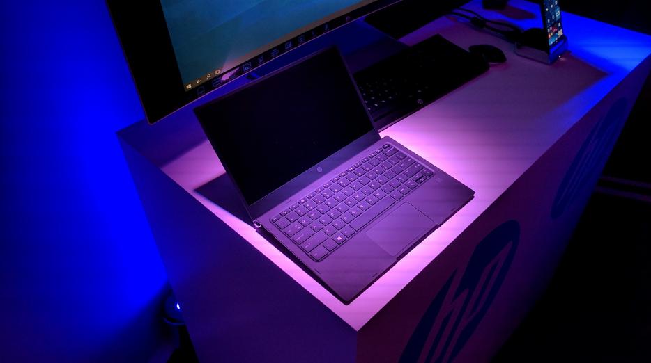 Mobile Extender del-Elite-X3-apoya a una laptop de 12.5