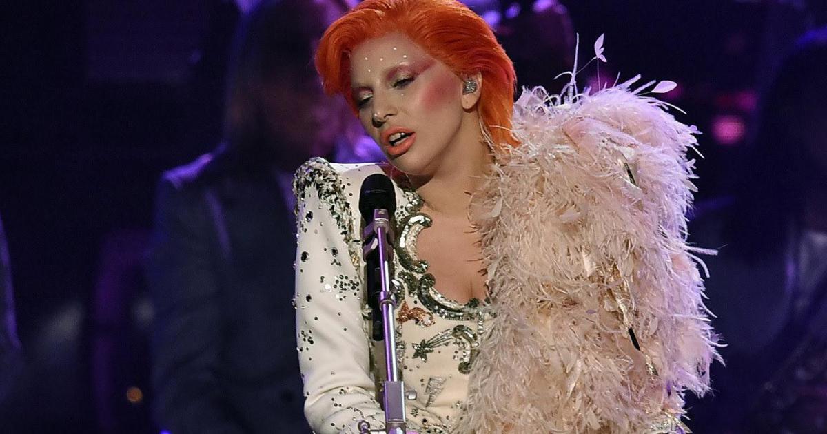 Lady Gaga en su presentación de los Grammy 2016