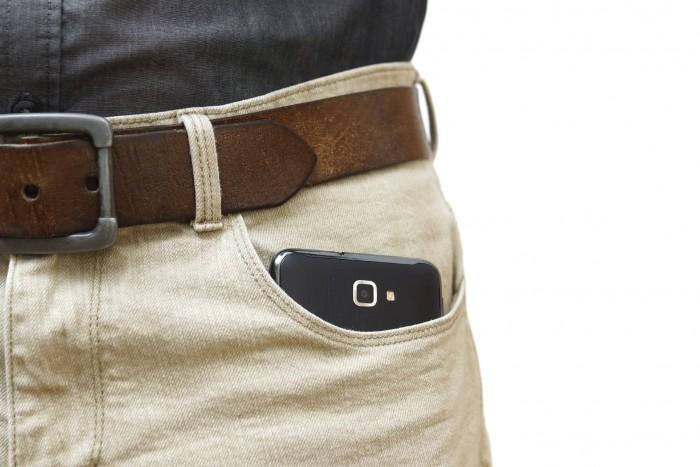 smartphone bolsillo pantalon