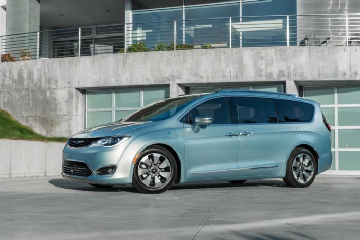 Chrysler-Pacifica-Hybrid-minivan