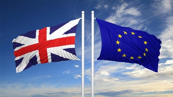 Bandera Reino Unido y Bandera Unión Europea Brexit