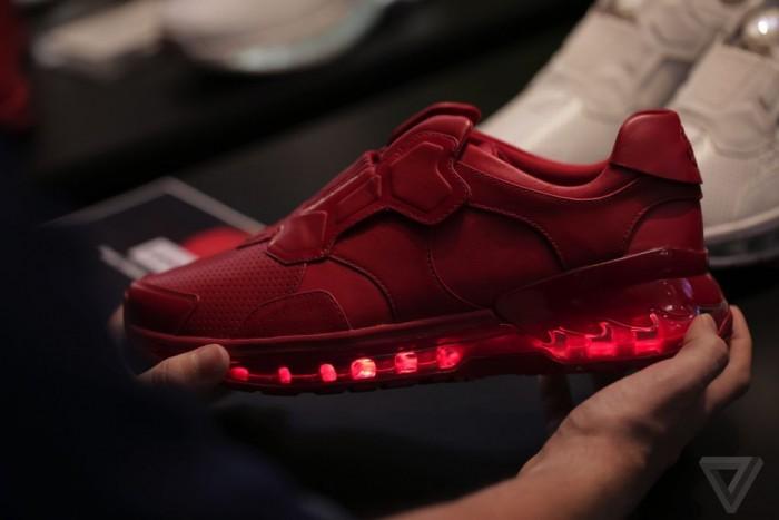 lenovo-smart-shoes-tech-world-2016-8.0