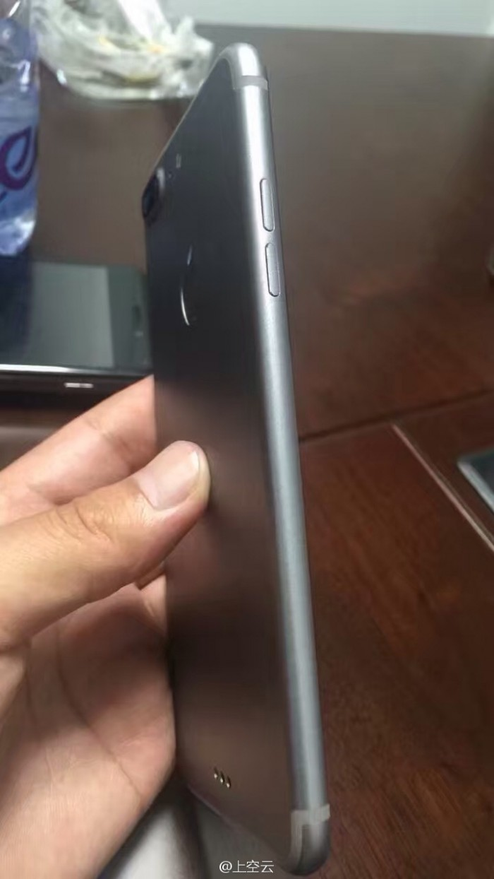 Lateral del iPhone 7 Plus