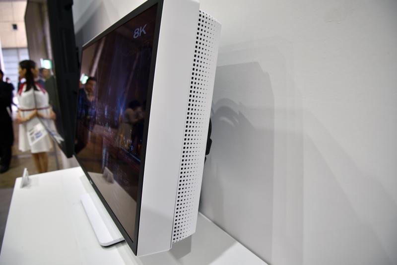 Monitor-Sharp-HDR-8K-2