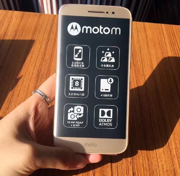Así luce el Moto M recién salido de la caja