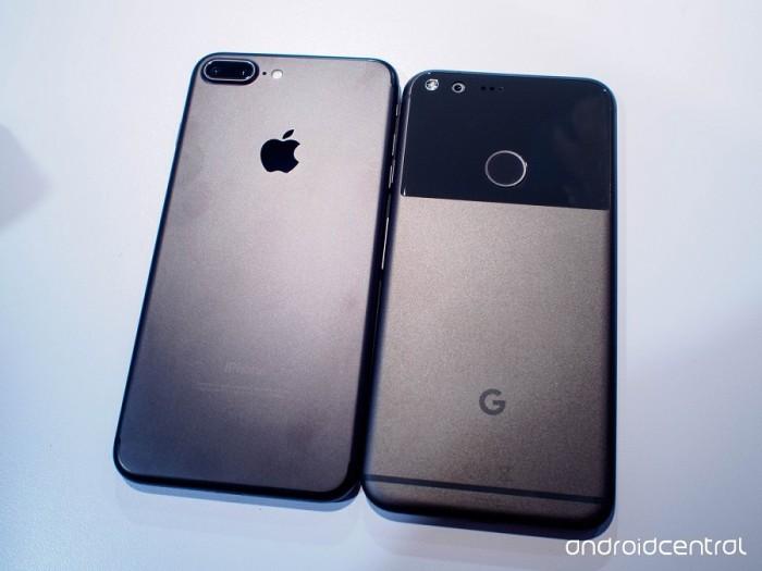 Parte trasera Pixel y iPhone 7 Plus