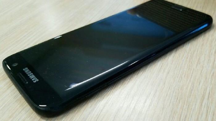 Samsung-Galaxy-S7-Edge-Glossy-Black foto