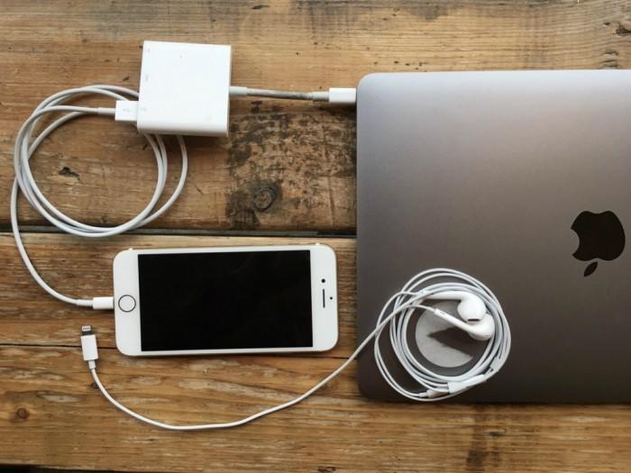 macbook-pro-iphone-7-lighting1